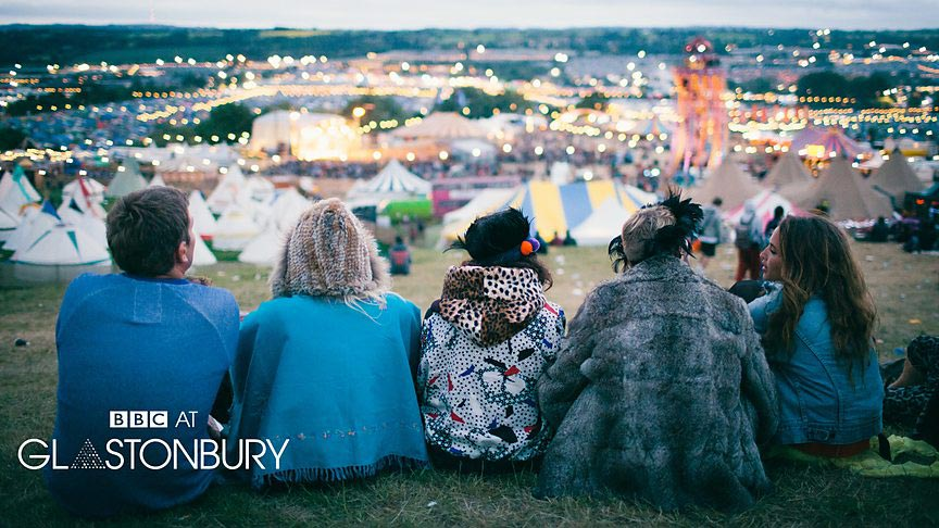 people_watching_glastonbury