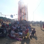 It is soooooo HOT in this picture! LOOK how many people are squashed into the shade of the ribbon tower!!!