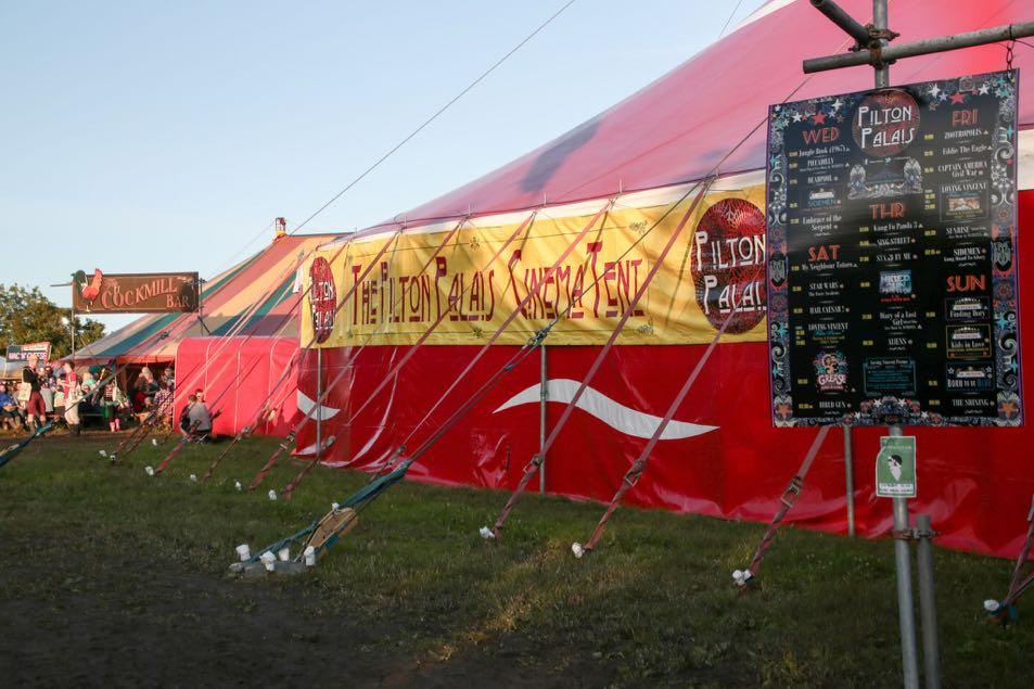 Pilton palais tent with banner_03