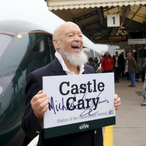 Michael unveils new dedication at Castle Cary train station